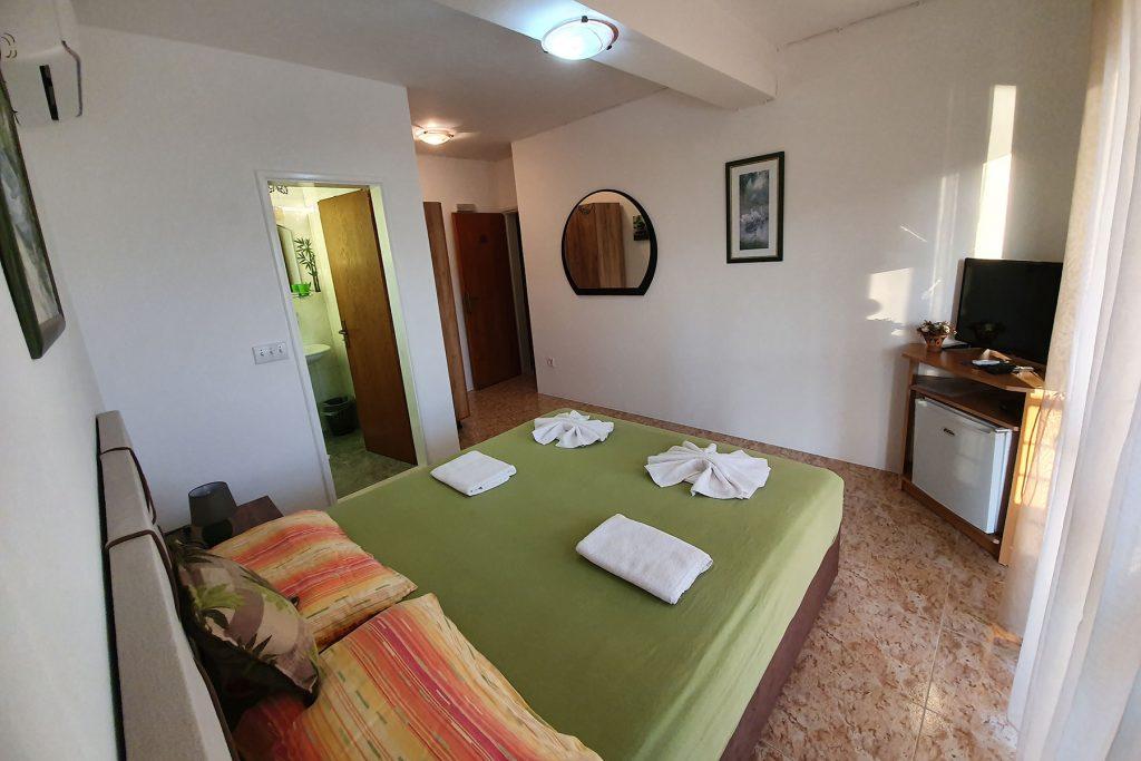 dvokrevetna-soba-apartmani-jedinica-damjanovic-baosici-1